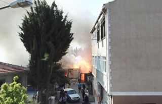 Fatih'te gecekondudaki yangın havadan görüntülendi