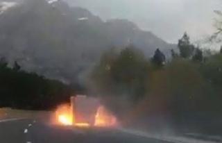 Lastiği patlayan kamyon alev topuna döndü