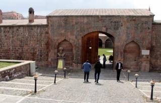 Osmanlı'dan kalan kervansaray, mimarisiyle ilgi...