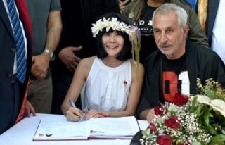 Oyuncu Rıza Akın, Japon Miho Shimotashiro ile evlendi