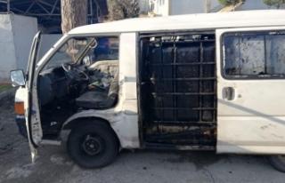 Petrol boru hattı civarında özel düzenekli minibüsle...