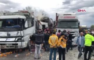 Sakarya'da TEM'de zincirleme kaza; İstanbul...