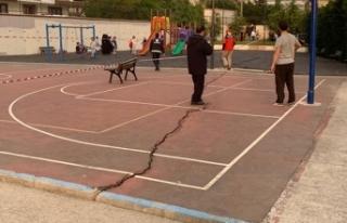 Sancaktepe'de parkta korkutan çatlaklar