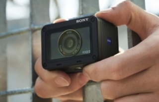 Sony'den hem küçük hem hafif fotoğraf makinesi