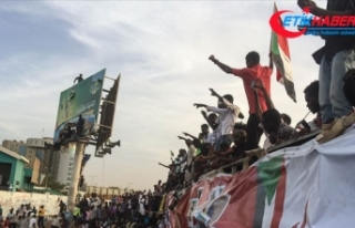 Sudan'da ordu göstericileri dağıtmaya başladı