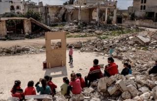 Suriyeli çocuklar kimyasal silah kurbanlarını tiyatroyla...