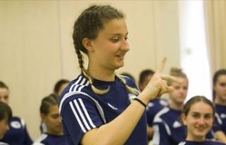 Takım arkadaşları için işaret dili öğreniyorlar
