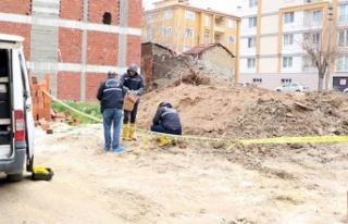 Temel kazısında insan kafatası ve kemikleri bulundu