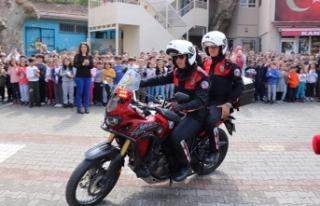 Üsküdar polisi 'Polis Haftası'nda öğrencilerle...