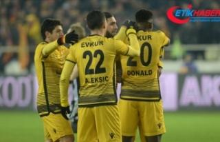 Yeni Malatyasporlu futbolcular galibiyet peşinde