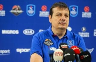 Anadolu Efes Basketbol Takımı başantrenörü Ataman:...
