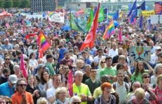 Avrupa'daki ırkçılık Almanya'da protesto...