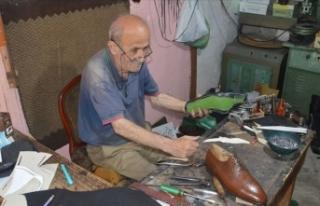 Ayakkabıcılık mesleğini 63 yıldır 9 metrekarelik...