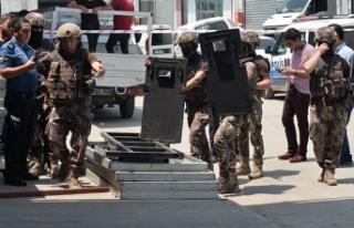 Bekçiyi rehin alan cezaevi firarisi, polis operasyona...