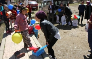 Bitlis'te çocukların 'içini ısıtan'...