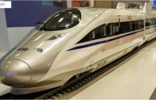 Çin 600 kilometre hızla gidecek trenin prototipini...