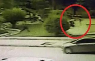 Çocuk parkında eski eşe bıçaklı saldırı kamerada