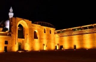 Ecdat yadigarı İshak Paşa Sarayı ışıl ışıl