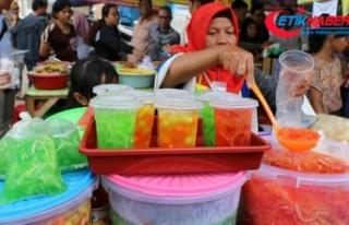 Endonezya'da iftar sofralarının hafif atıştırmalıkları...