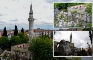 Fatih'te defineciler 500 yıllık camide kazılmadık...