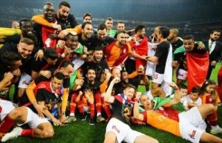 Galatasaray en az puanla şampiyonluk yaşayan takım...