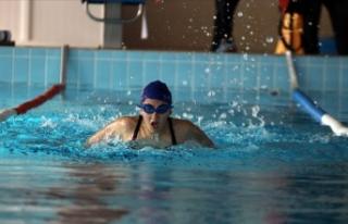 Görme engelli yüzücünün hedefi milli takım
