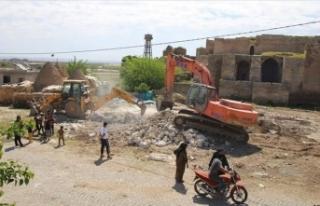 Harran'da tarihi dokuya zarar veren yapılar...