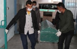 İran sınırında yine donarak ölen 6 erkeğin cesedi...