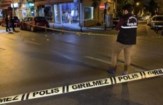 Kadıköy'de önce bir iş yerine sonra polislere...