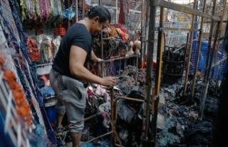 Malezya'da pazar alanında çıkan yangında...