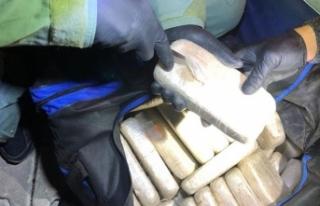 Minibüsteki çantaların içinde 103 kilo eroin ele...