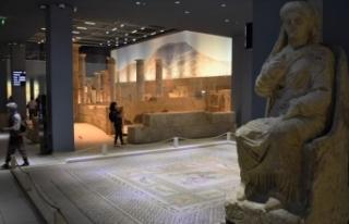 'Müzelerimizde yarın ziyaretçilerimizi ücretsiz...
