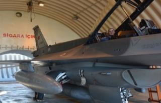 Orgeneral Küçükakyüz, savaş uçağına binip,...