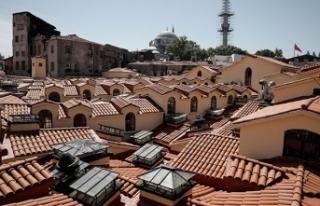 Tarihi Kapalıçarşı'nın çatısı ve alt...