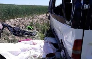 Tarım işçilerini taşıyan minibüs takla attı:...