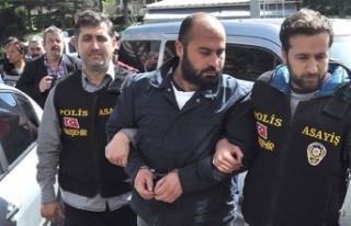 4 akademisyenin katili, ilk duruşmada başını duvara...