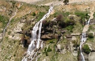 Akdağ'dan fışkıran güzellik: Uçarsu Şelalesi