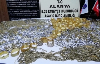 Antalya'da 20 kilo 318 gram sahte altın ele...