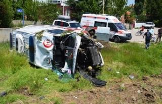 Çubuk'ta ambulans ile otomobil çarpıştı:...