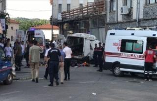 Edirne'de düzensiz göçmenleri taşıyan araç...