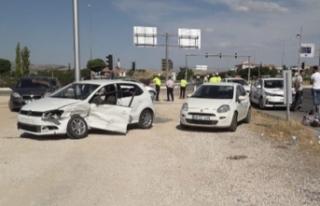 Elazığ'da iki otomobil çarpıştı: 4'ü...