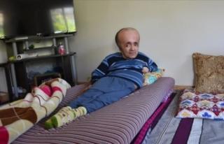 Hidrosefali hastası Abdullah 42 yıldır bebek gibi...