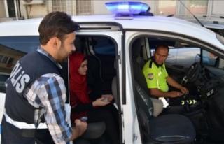 Kimliğini unutan öğrenciyi polisler sınava yetiştirdi