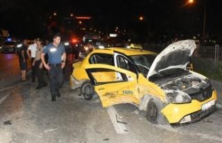 Polisten kaçtığı otomobille ters yönde taksi...
