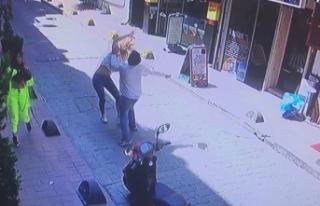 Sokak ortasında dehşet! 2 kadını feci şekilde...