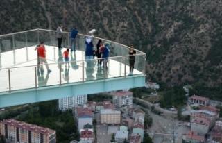 Torul Kalesi'ndeki cam seyir terasa yoğun ilgi