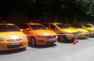 Turistleri dolandıran taksi çetesine operasyon:...