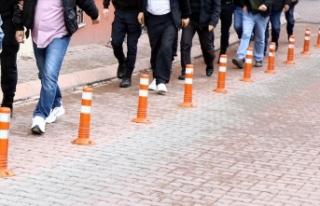 İzmir'de FETÖ operasyonu: 18 gözaltı