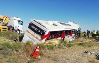 Aksaray'da yolcu otobüsü şarampole devrildi:...