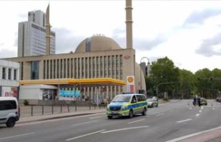 Almanya'daki Diyanet Merkezi bomba ihbarı nedeniyle...
